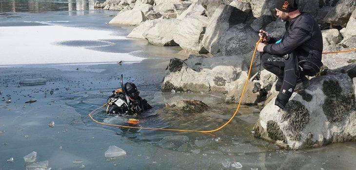 Forschungstaucher Einsatz unter Eis